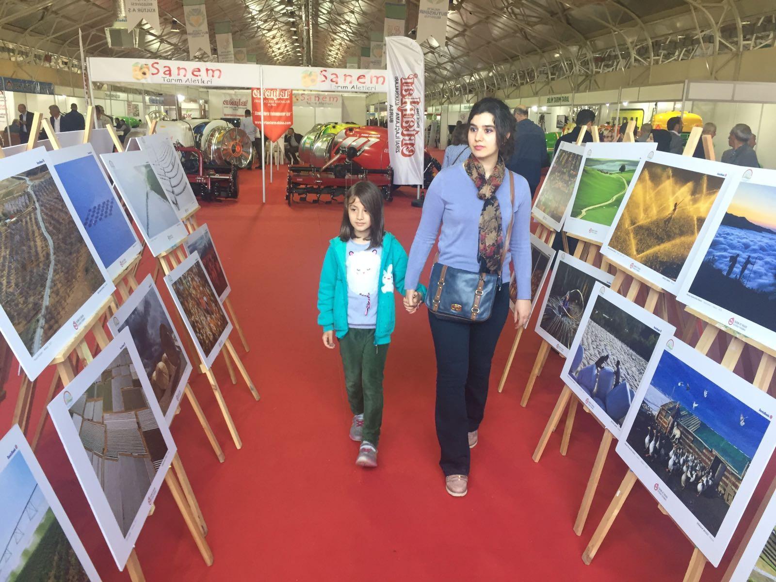 """TARIM FUARI'NDA """"TARIM VE İNSAN"""" KONULU FOTOĞRAF SERGİSİ"""
