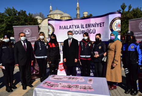 """VALİ BARUŞ """"KADES"""" STANDINI İNCELEDİ"""
